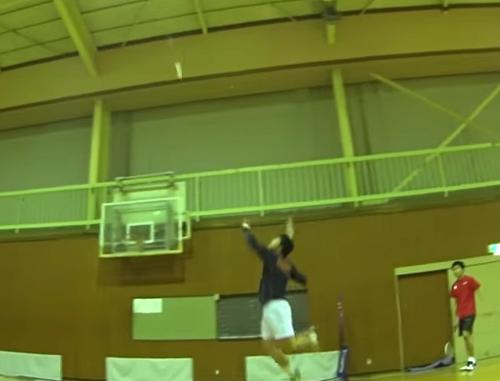 パルセイロバドミントン 主将 小町谷選手のノック練習