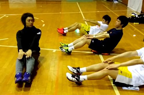 西澤トレーナーによる腹筋トレーニング